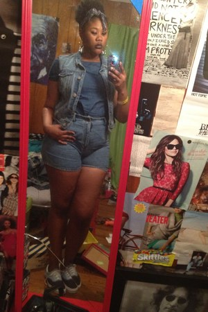 blue thrifted shorts - blue jean light wash Levis vest