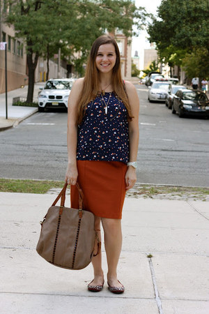 navy Marshalls top - tan big buddha bag - crimson Kenneth Cole flats