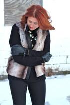 tan faux fur Forever 21 vest - black black skinnies KUT from the kloth pants
