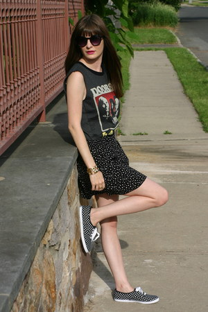 gray Forever 21 t-shirt - black Keds sneakers - black H&M skirt