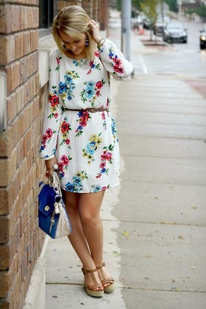 white floral print LuLus dress - blue BCBG bag
