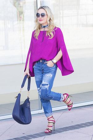 magenta bell sleeve Cuddy Studios top - blue boyfriend American Eagle jeans