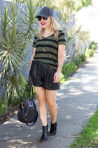 black ankle boots nor boots - black faux leather Zara shorts