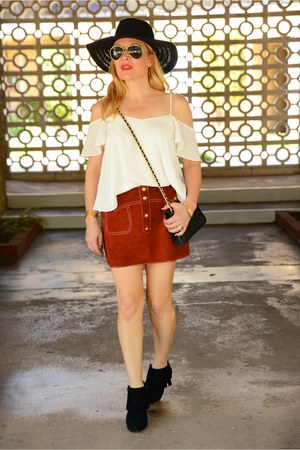 burnt orange suede vintage skirt - black floppy hat free people hat