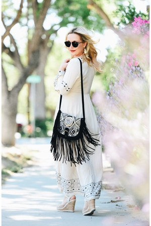 cream maxi Selfie Leslie dress - black fringe big buddha bag