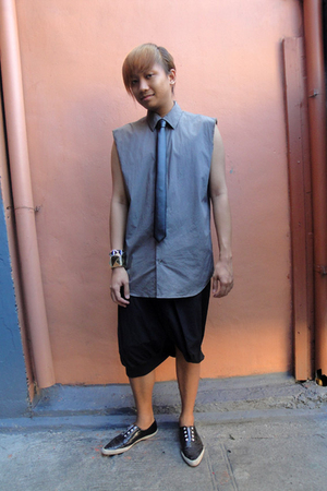 gray calvin klein shirt - black y shorts - black Merger tie