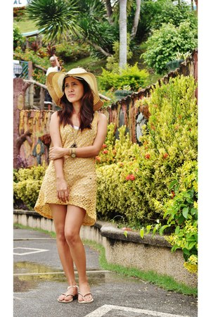 crochet dress - dress - floppy hat - flip-flop Havaianas flats - roped watch