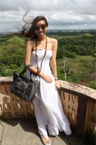 white ziya dress - silver FitFlop shoes - gray longchamp accessories
