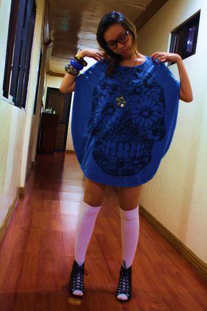 blue thrifted shirt - black from Ebay shoes - white H&M socks