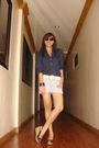 Blue-h-m-top-white-belt-silver-terranova-shorts-blue-bayo-shoes