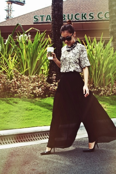 Zara skirt - Hk Closet Snake top - Janylin heels