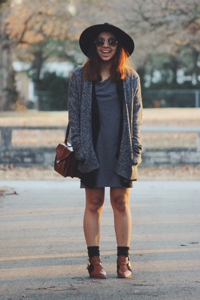 charcoal gray thrifted dress - black wide brim free people hat
