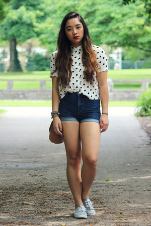 white polka dot H&M shirt - silver Keds sneakers