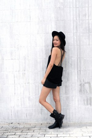Ugg boots - H&M hat - Forever 21 top