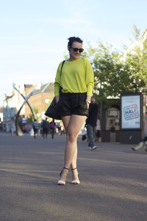 Zara bag - Zara shorts - Zara sandals - Zara jumper