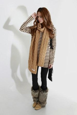 Taobao scarf - Taobao t-shirt