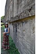 off white fedora hat hat - gray rayban shades sunglasses - dark khaki Havaianas