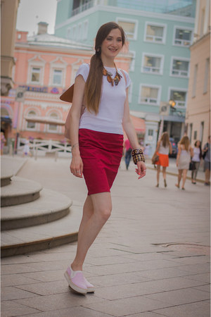 white Mango t-shirt - ruby red idaLaida skirt
