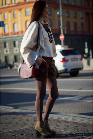 eggshell idaLaida jacket - crimson Mango bag - dark brown idaLaida shorts