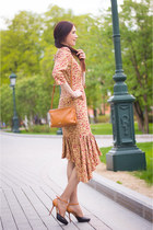 mustard idaLaida dress - tawny Alba bag