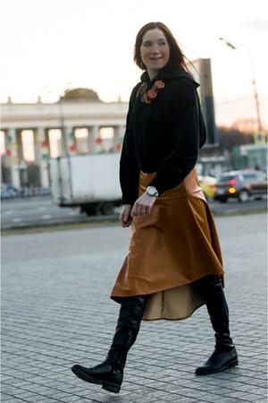 black Ботфорты boots - black Кртка jacket - tawny Юбка skirt