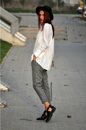 gray pants