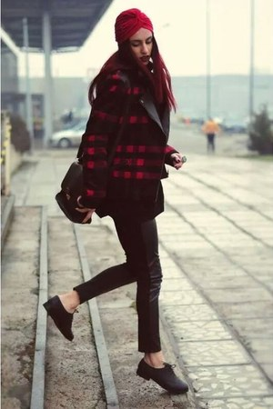 crimson Choies hat - black coat