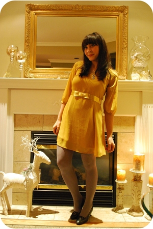 gold thrifted dress - gray HUE stockings - vintage shoes