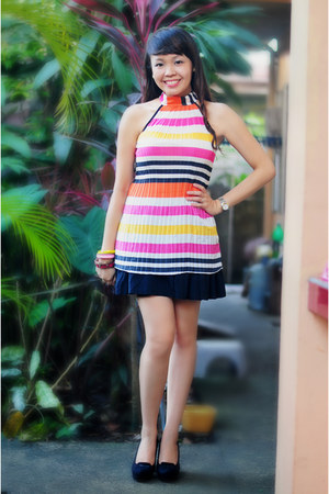 bubble gum accessories - black skirt - carrot orange Blue Corner top - pumps