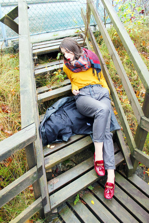 mustard lindex sweater - navy H&M scarf - gray Bruuns Bazaar pants