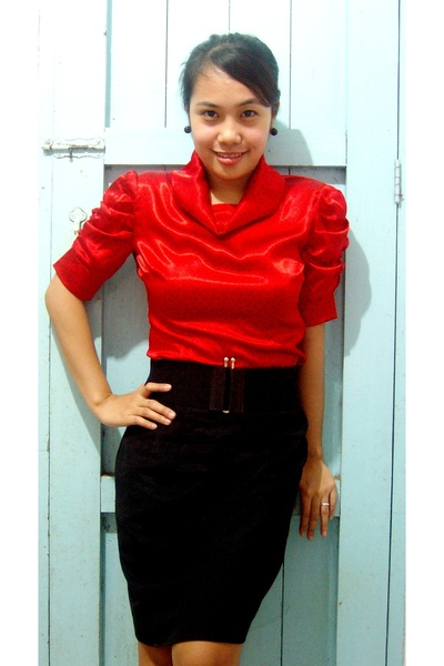 Black skirt and red top – Modern skirts blog for you
