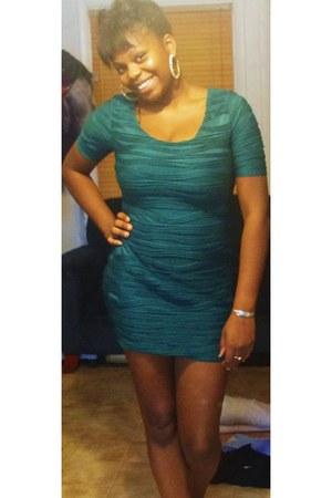 dark green ruffle Forever21 dress - gold hoop earrings Forever21 earrings