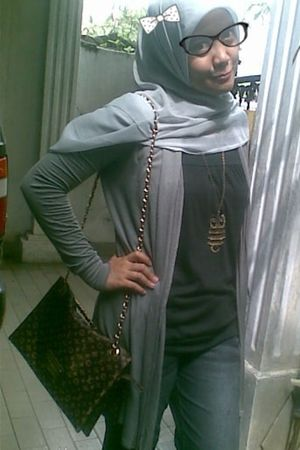 silver unbranded scarf - silver soda girl cardigan - black unbranded top - gray