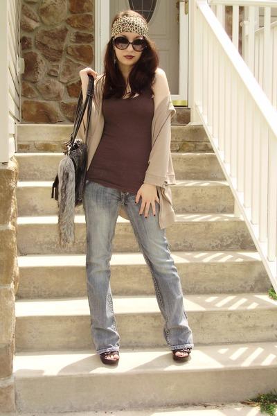 black Target sunglasses - light blue jeans - light brown Forever 21 scarf