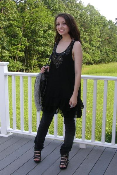 black wedges - dark gray bag - black pants - black Forever 21 top - silver ring