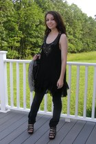 black wedges - dark gray bag - black pants - black Forever 21 top - silver ring