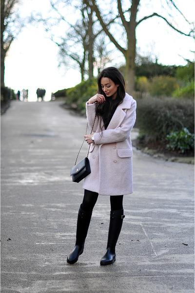 light pink oversized Oasis coat - black rain Mulberry boots