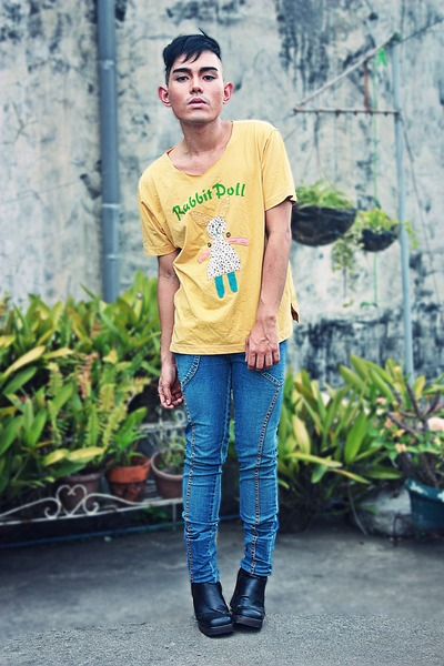 gold er shao shirt - blue e base pants - black No Boundaries boots