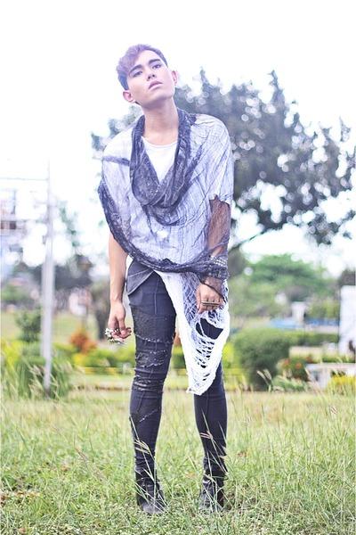 white diy Hanes shirt - black diy Hanes shirt - black Vero Moda pants - black Fi