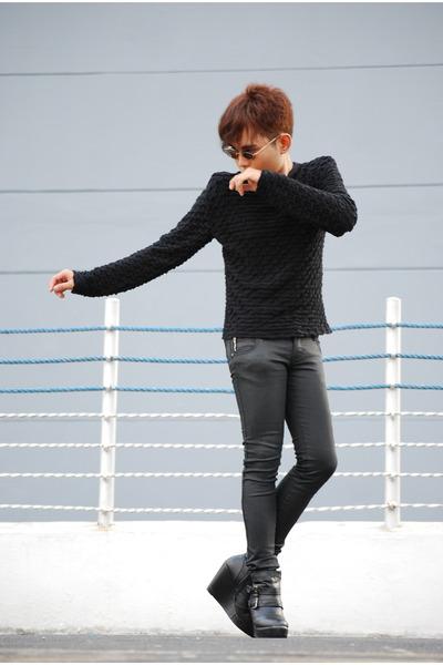 black Summersault boots - black De SU sweater - black Oxygen pants
