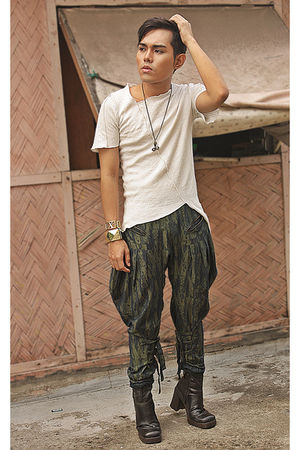 white gift don protasio shirt - brown No Boundaries boots - green De SU pants