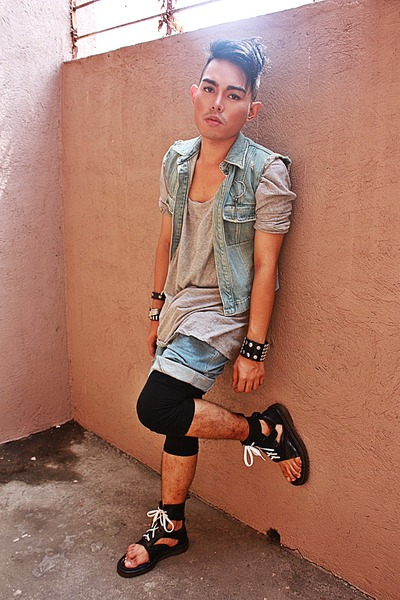 blue masculo vest - Dr Martens boots - black Topshop leggings