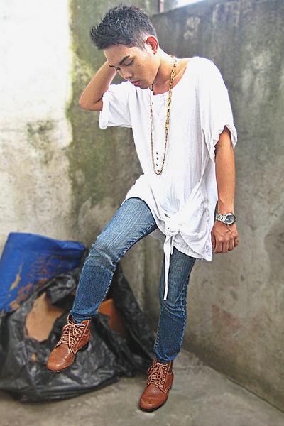 Zara shirt - Zara jeans - Le SOLEil boots