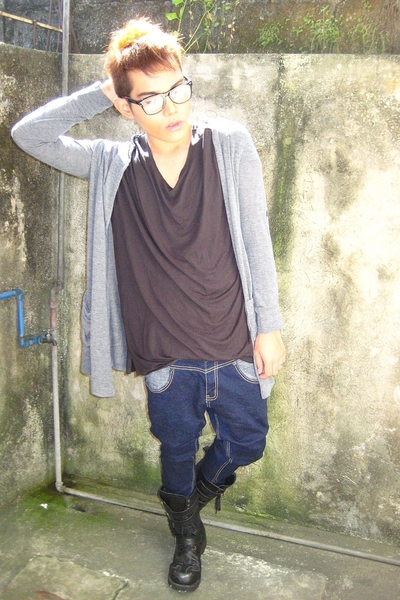 black Ermenegildo Zegna t-shirt - black Japan boots - gray landmark sweater