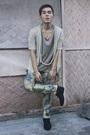Beige-blazer-beige-indu-homme-shirt-blue-solo-jeans-black-hope-shoes