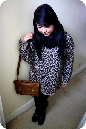 vintage jumper - H&M scarf - Primark bag - Ebay boots - Ebay accessories
