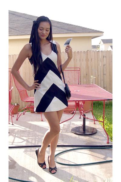 Karta dress - Victorias Secretia Spencer shoes - Guess purse