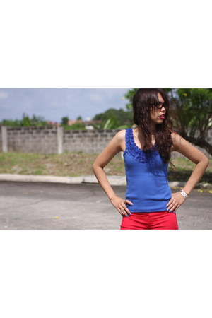 electric blue top - bright red warehouse pants