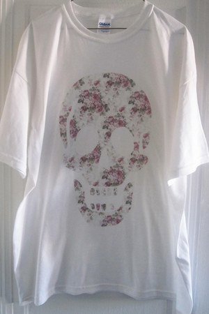 white skull indiegoespop t-shirt