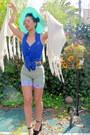 Blue-top-aquamarine-hat-light-blue-shorts